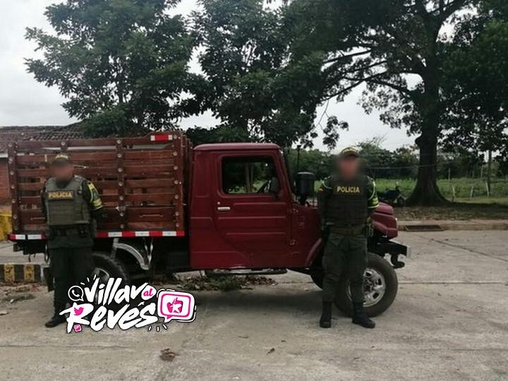 Un vehículo tipo camioneta fue inmovilizado en vías del Meta